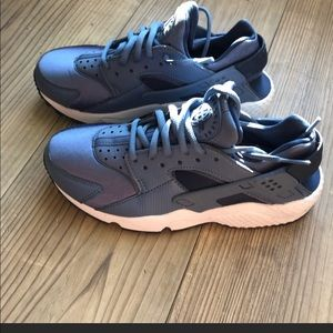 Nike Huaraches blue size 5.5 Good condition